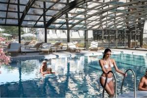 Закрит басейн в Престиж Делукс Хотел Аквапарк Клуб
