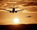 два самолета в небето по залез